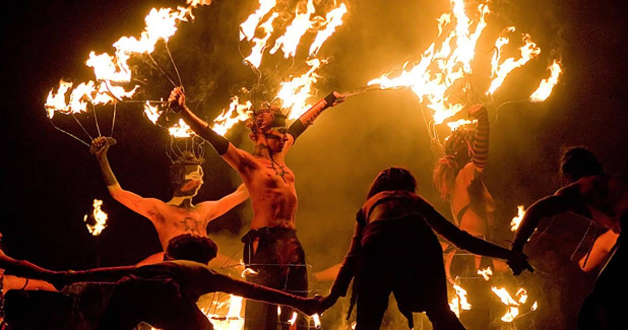 Безумни и зловещи празници - как се забавляват по света