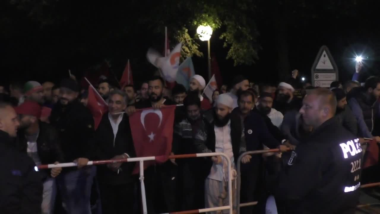 Germany: Anti-coup protesters demonstrate outside Turkish Embassy in Berlin