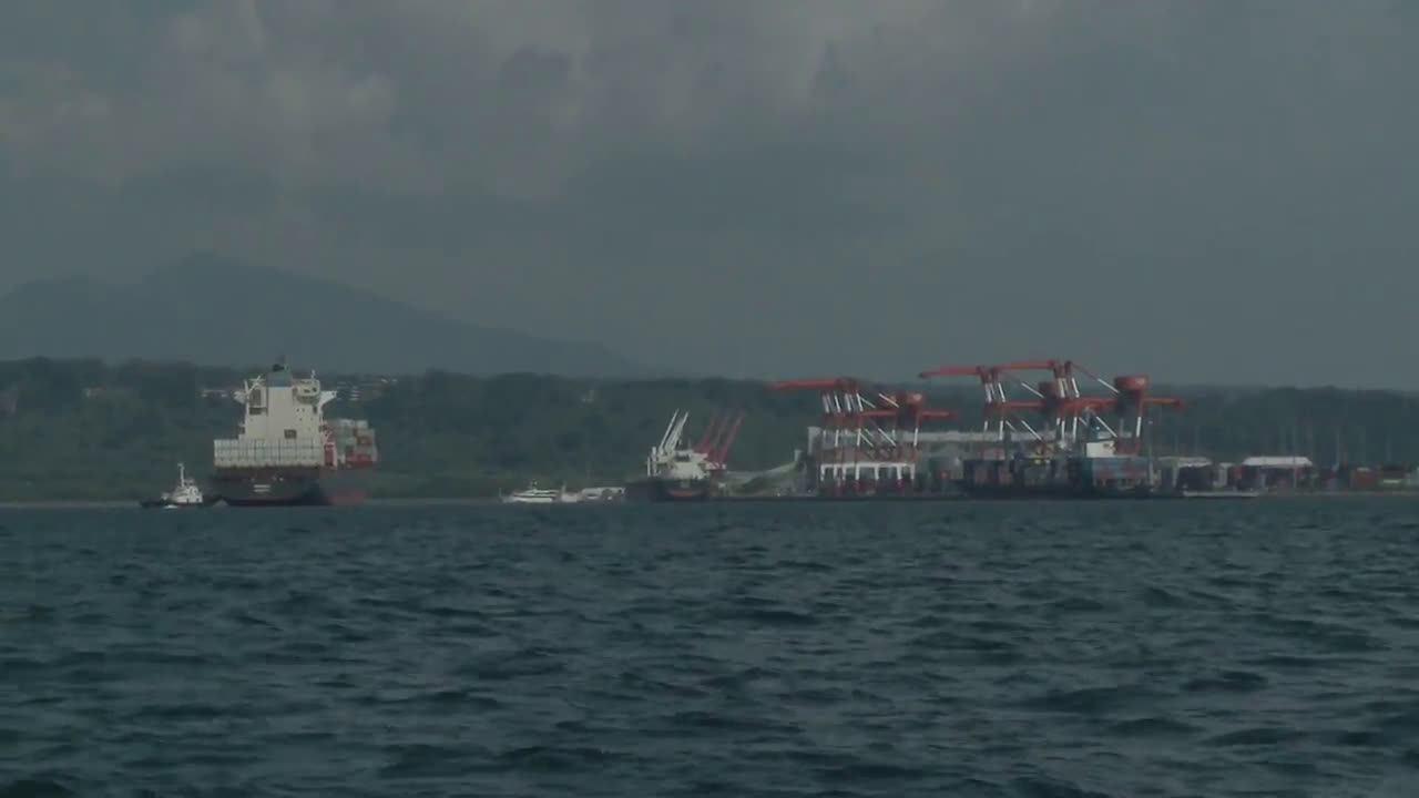 Philippines: Cargo ship docks to return 69 containers of \'illegal\' Canadian waste