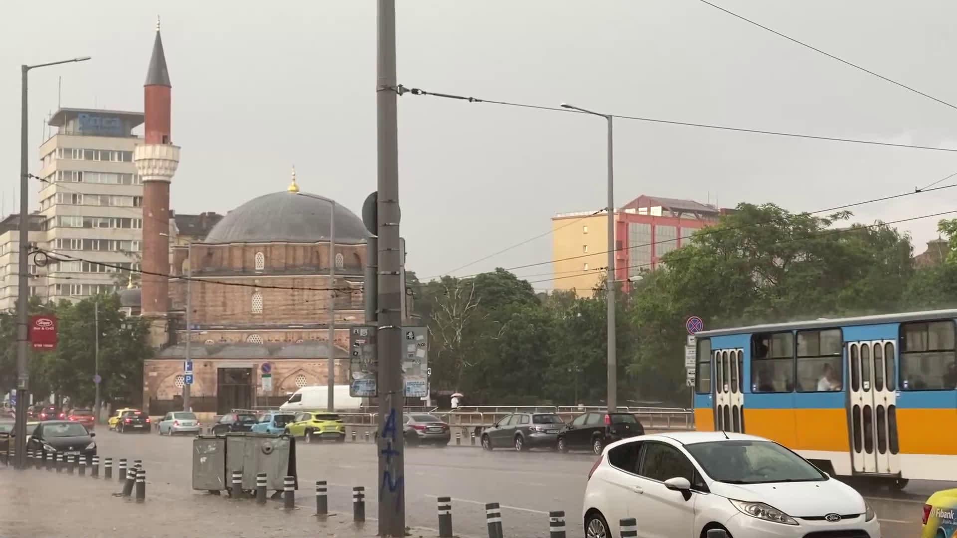 Градушка падна в София