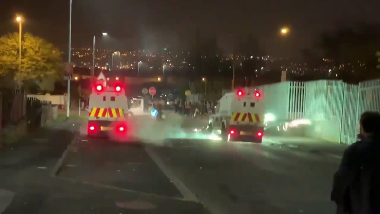 UK: One shot dead after riots break out in Derry
