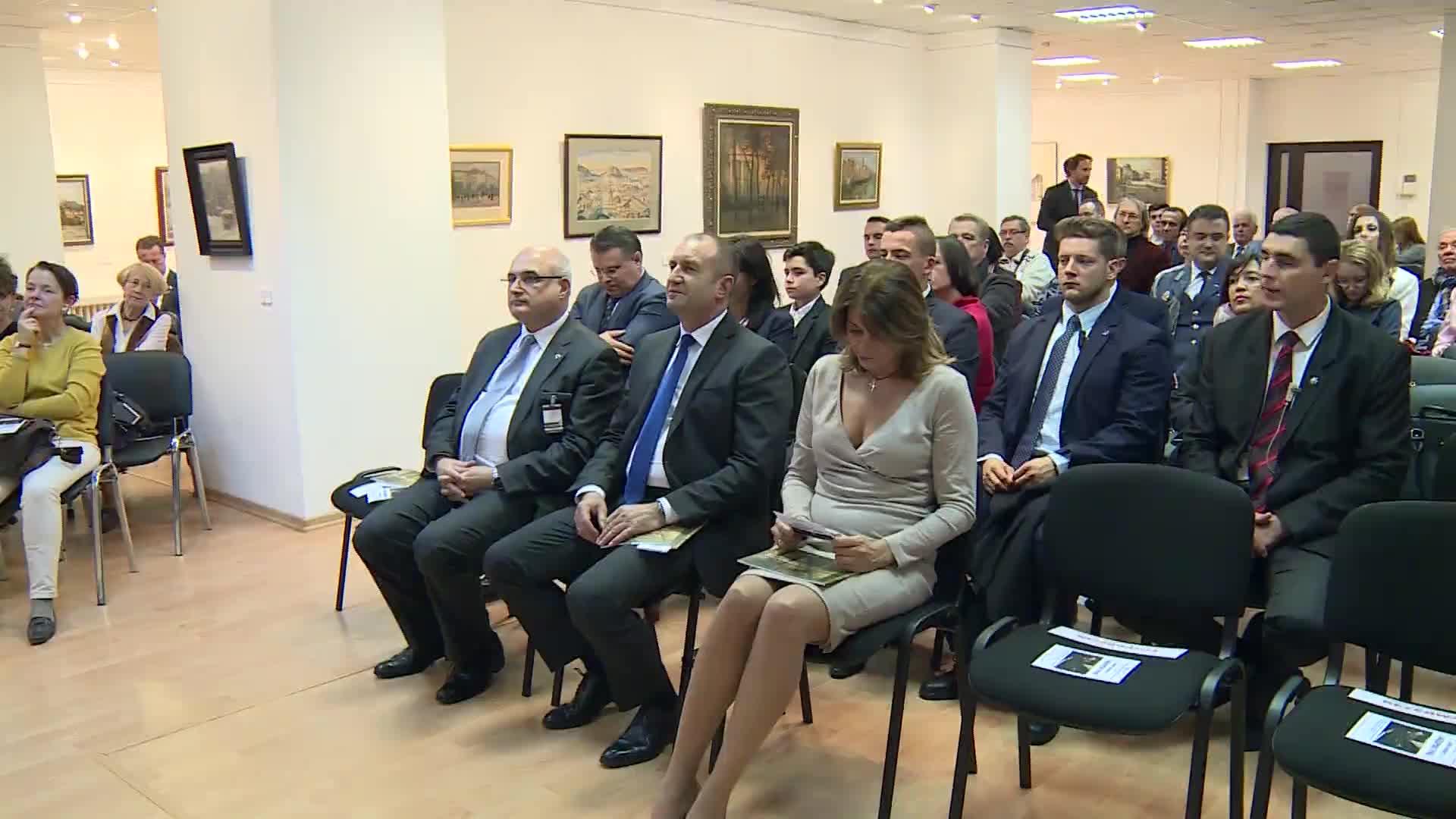 Президентът Радев и първата дама на изложба и концерт във Варшава