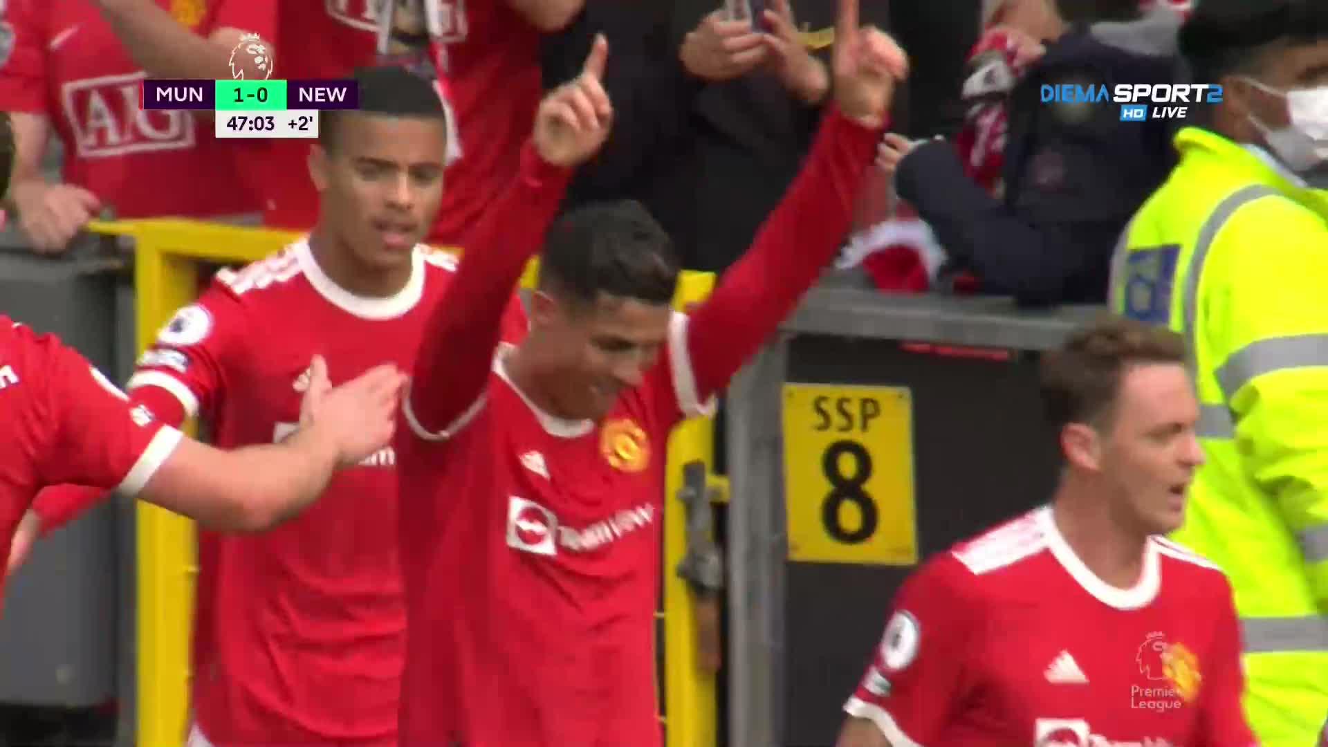 Роналдо наказа Нюкасъл в повторния си дебют