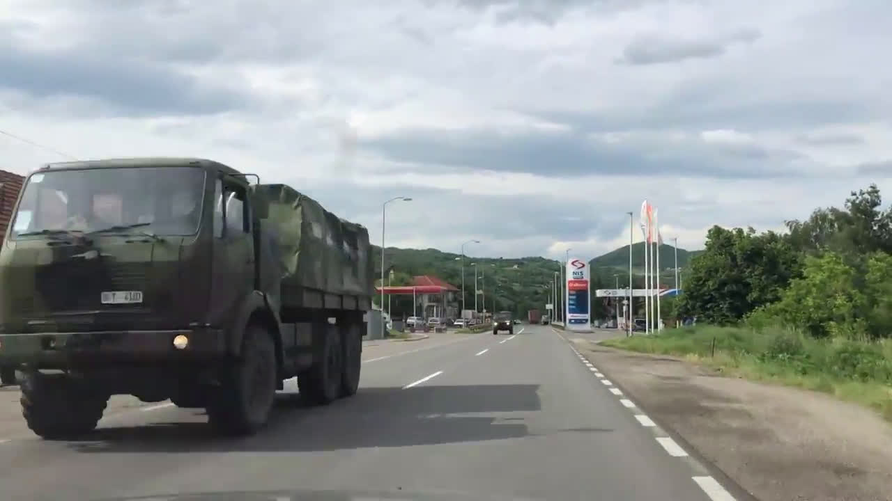 Serbia: Army vehicles spotted driving towards northern Kosovo