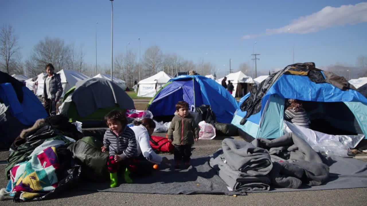 Greece: Refugees continue to flow into Idomeni camp despite border closure