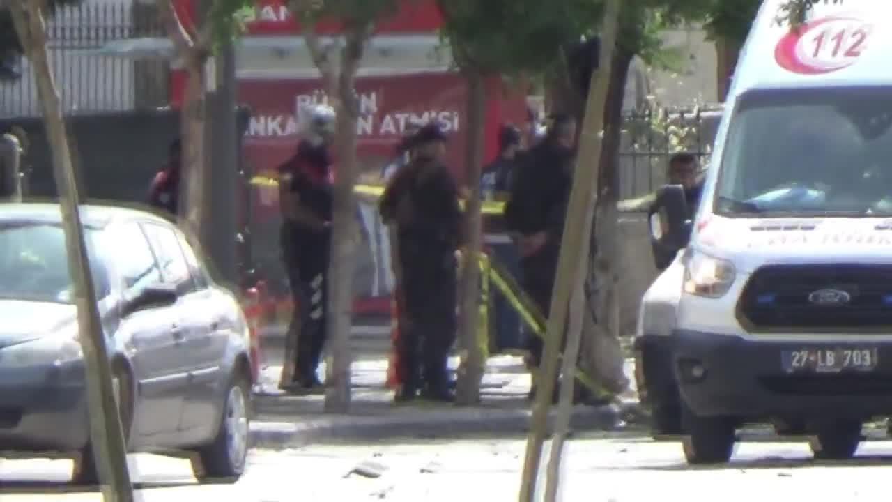 Кола бомба се взриви пред полицейски участък в Турция