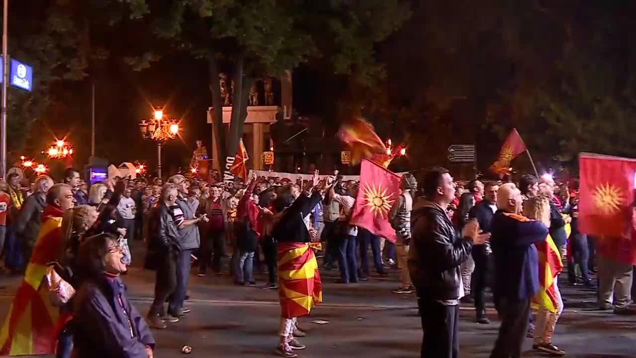 Националисти празнуват смяната на името на Македония
