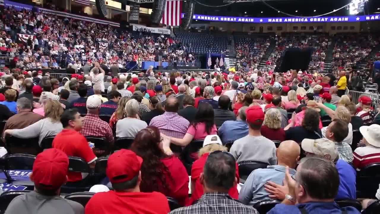 Първата дама придружи Доналд Тръмп на среща със симпатизанти в Охайо