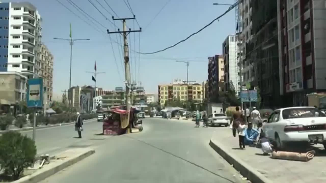 Afghanistan: Long queues as Taliban enter Kabul