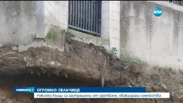 Десетки евакуирани и десетки блокирани от свлачище в Асеновград - централна емисия