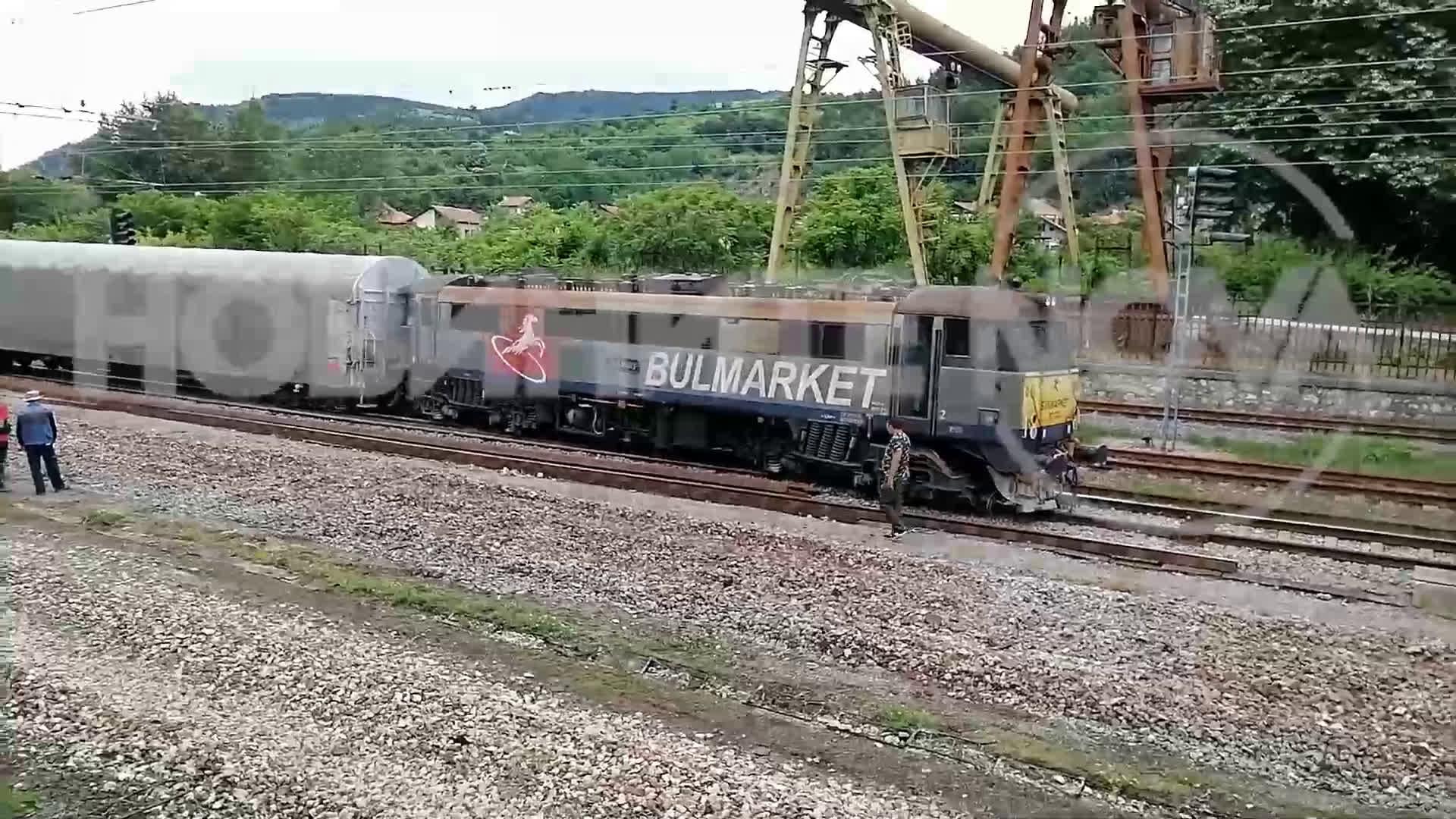 Влак дерайлира на гара Белово