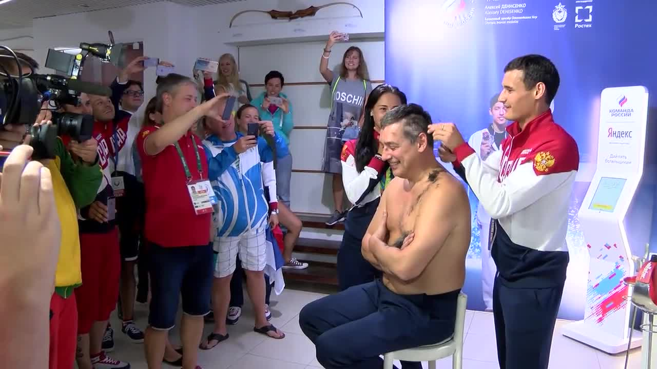 Brazil: Bald move - Russia's fencing team coach gets head shaved after losing bet
