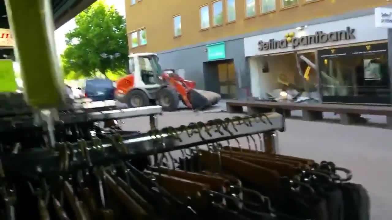 Показен обир на банка с помощта на фадрома в Стокхолм