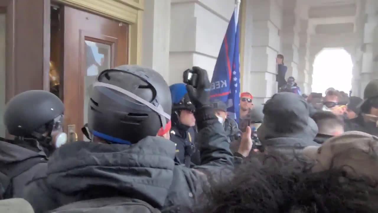 USA: Mayhem outside DC Capitol as law enforcement uses tear gas