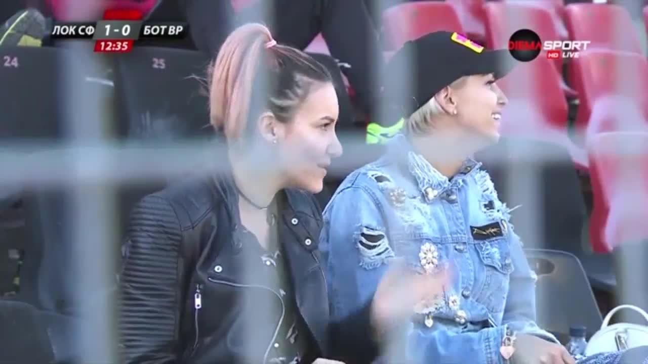 """Любопитно: Цвети Стоянова на мач в \""""Надежда\"""""""