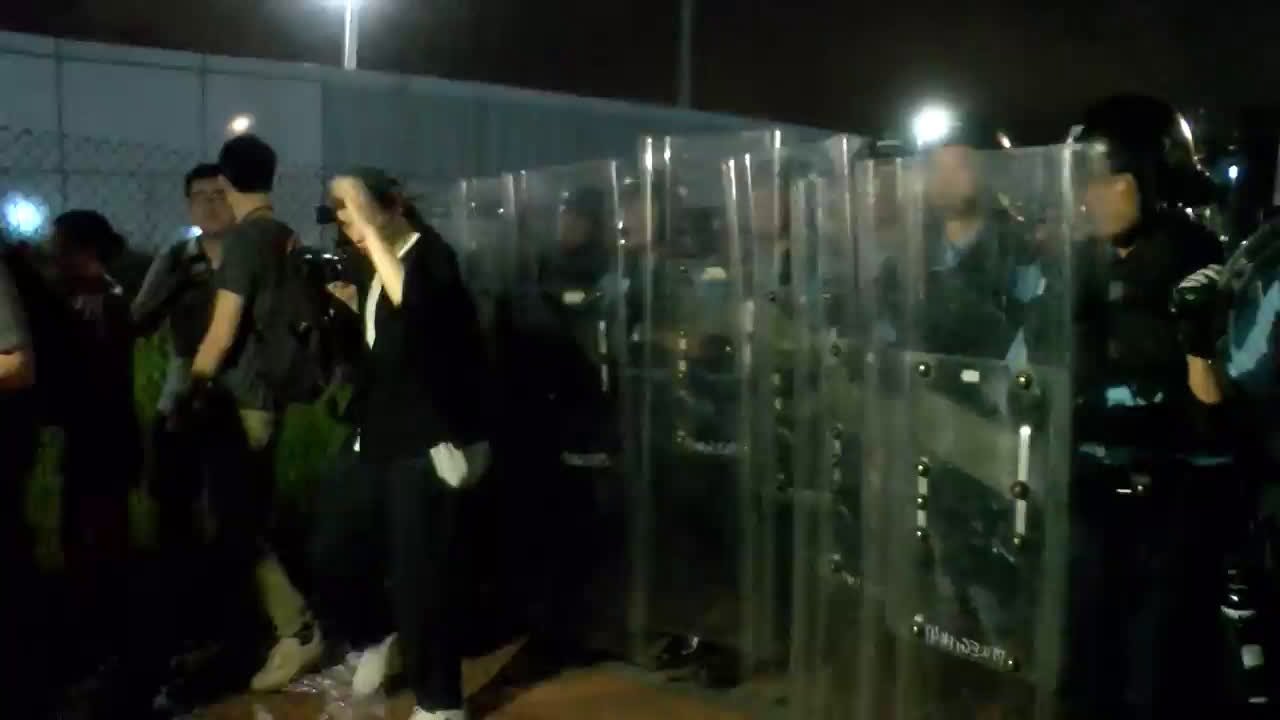 Hong Kong: Police use pepper spray to disperse protest against Chinese extradition bill