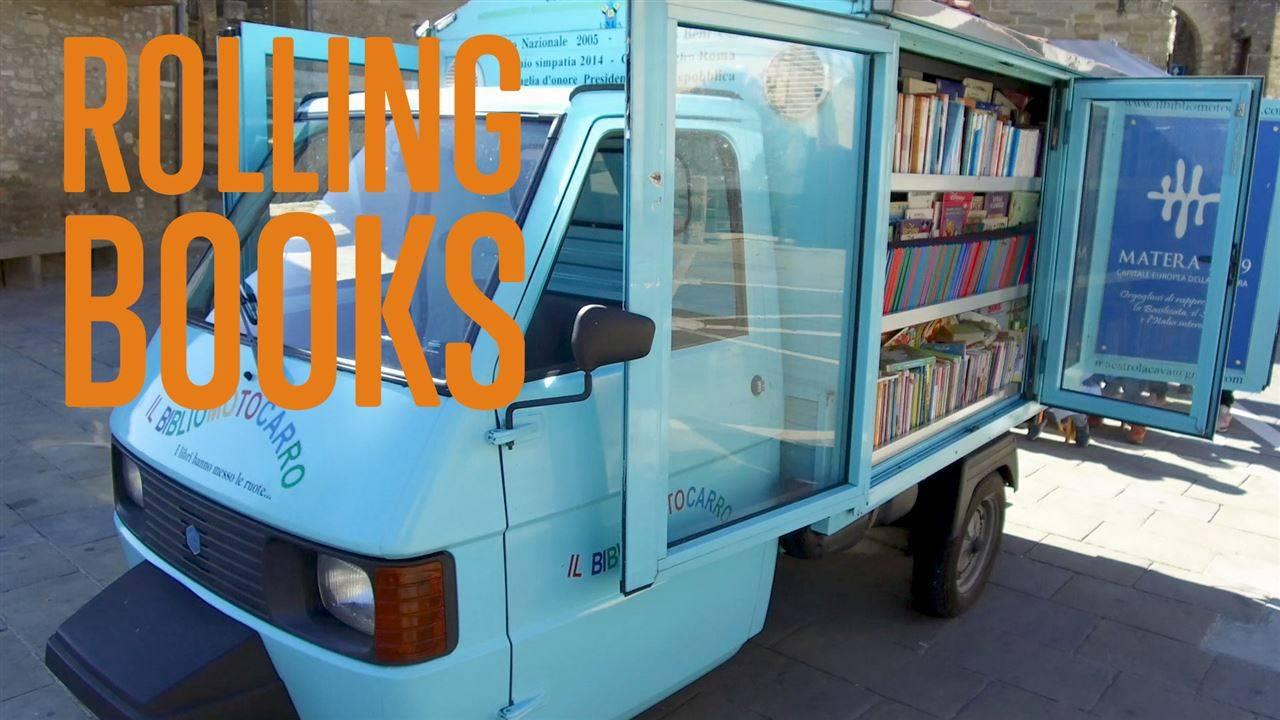 Книгомобил споделя книги със света