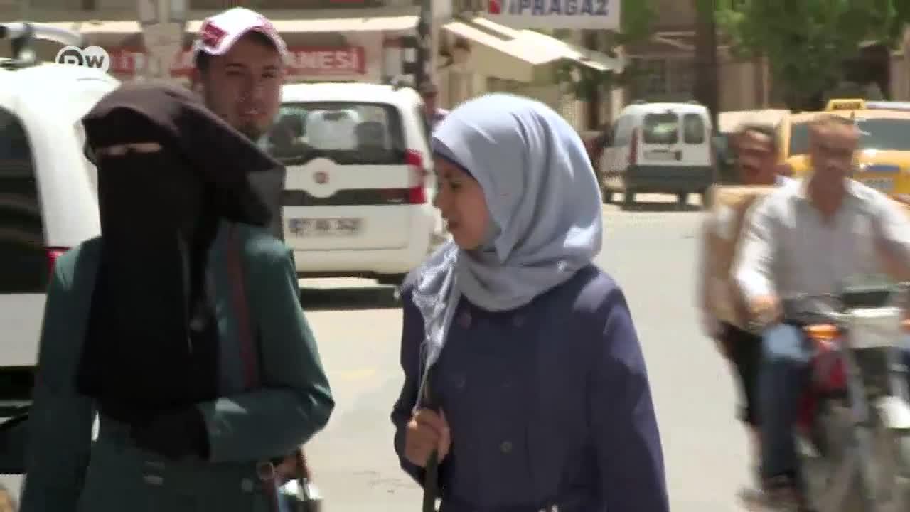 Турция: сирийски бежанци продават дъщерите си