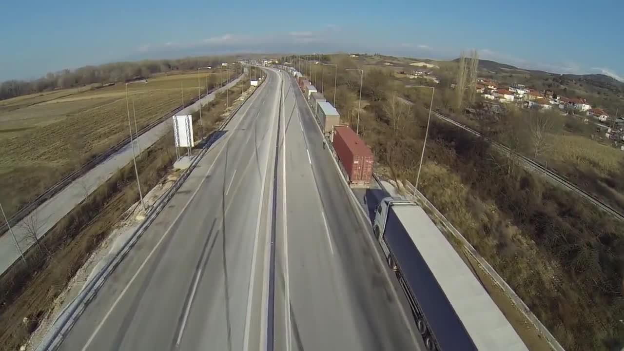 Greece: Drone captures hundreds of tractors blocking Bulgarian border