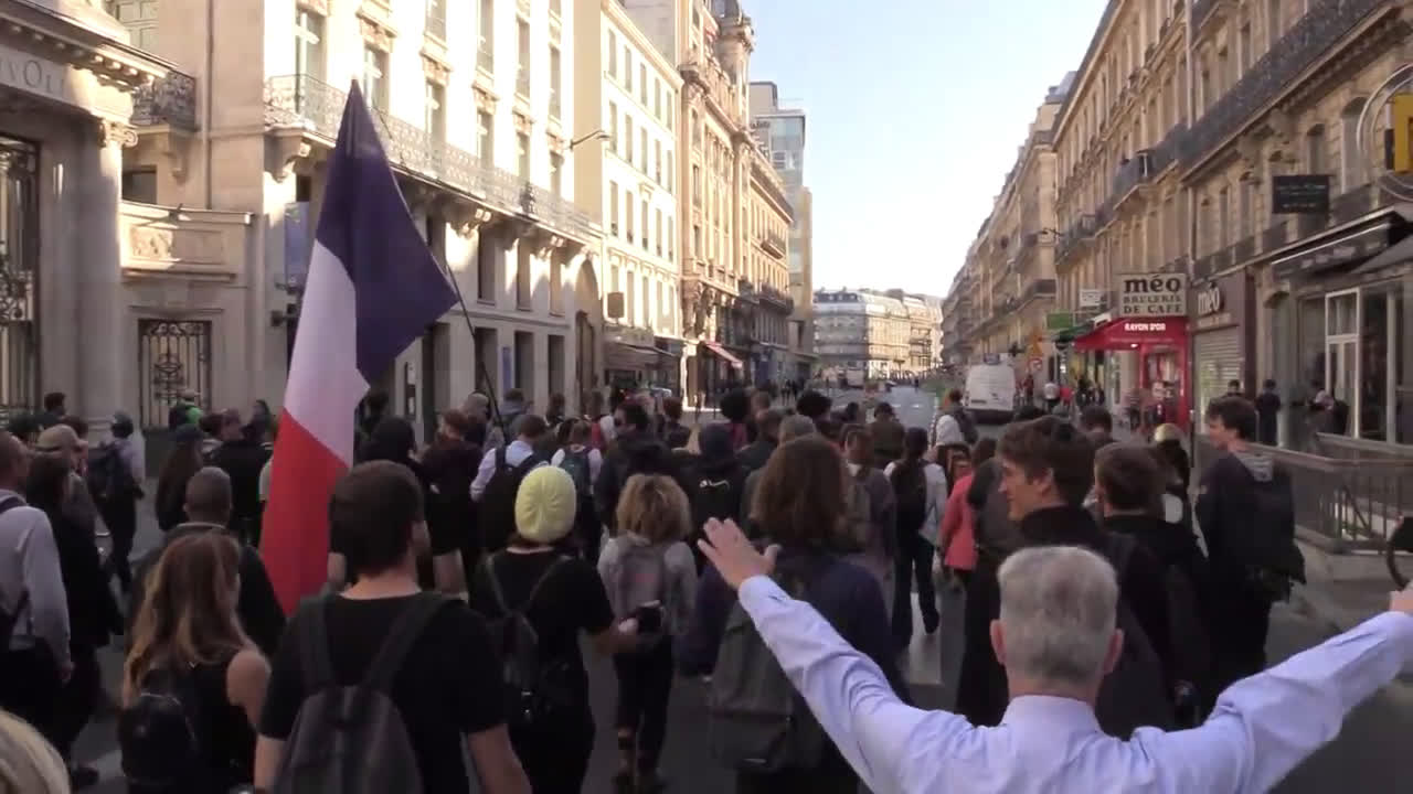 France: Tensions rise as \'Yellow Vests\' march in Paris