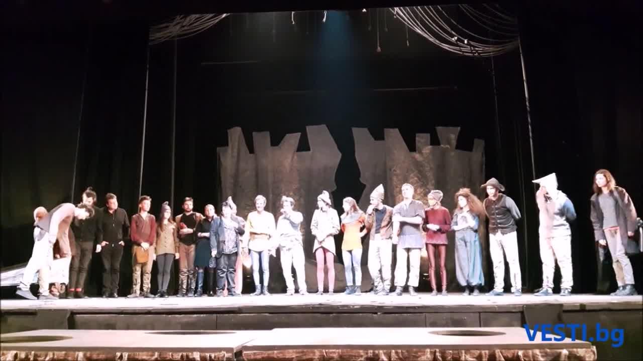 """Аплодисменти за """"Роня"""" в театър """"София"""""""