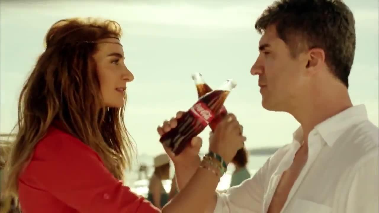 Йозджан Дениз и Съла в реклама на Кока-кола