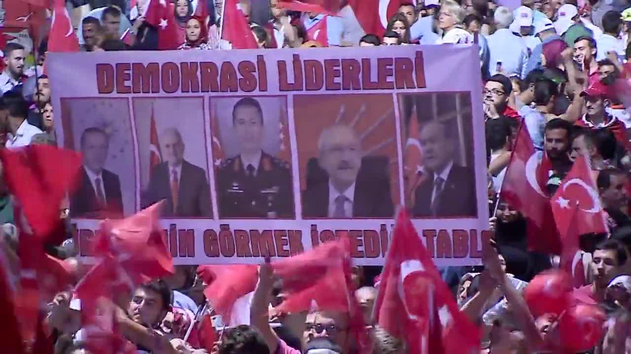 Проправителствена демонстрация в Турция след обявяването на извънредно положение