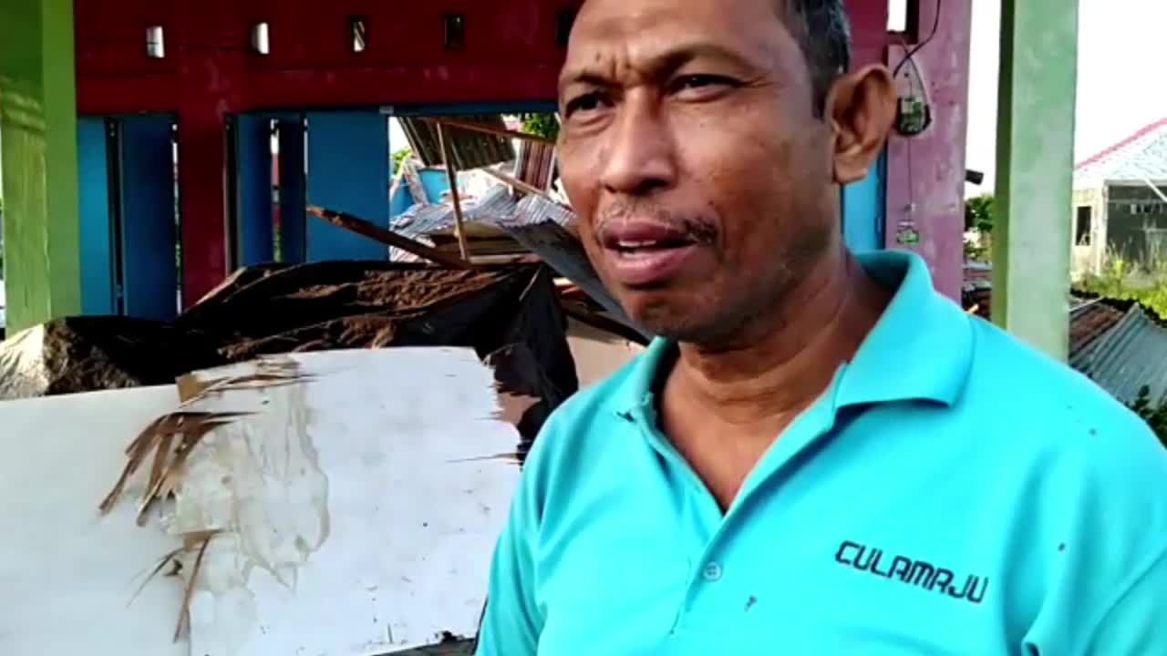 Indonesia: Hundreds killed in Sulawesi after earthquake and tsunami