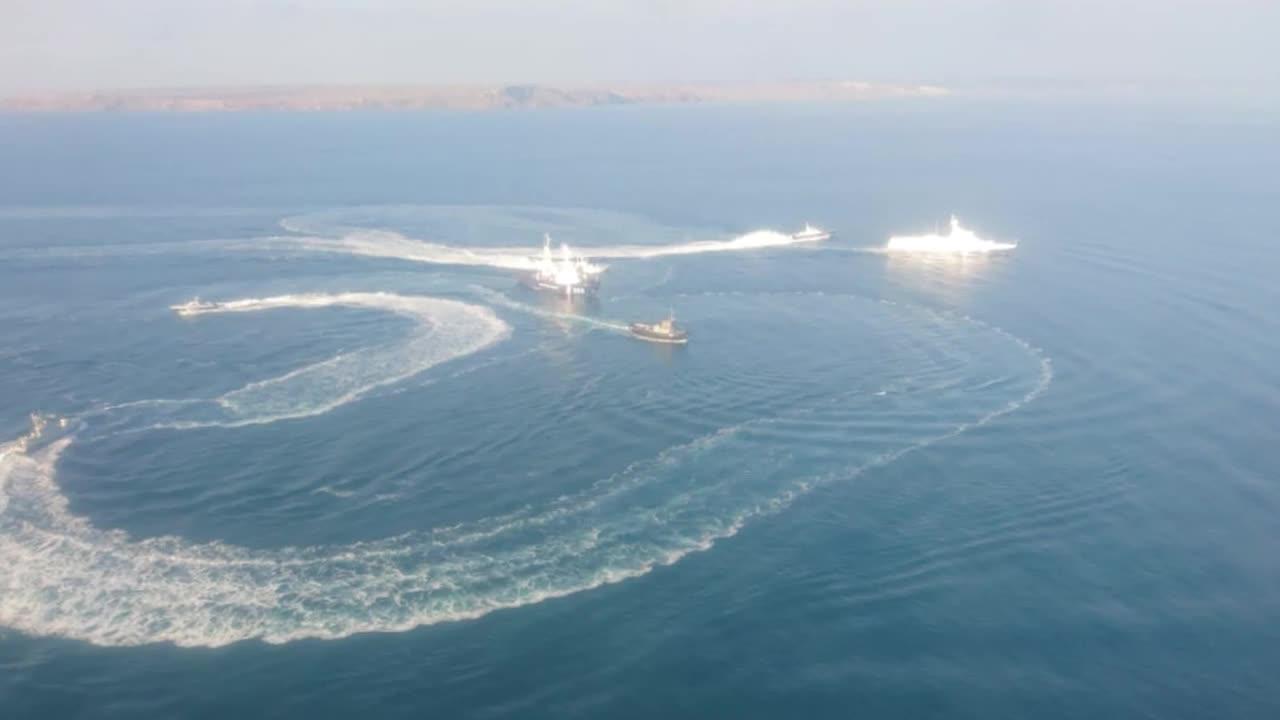 Russia: 3 Ukrainian naval vessels breach Russian border near Crimea - FSB *STILLS*