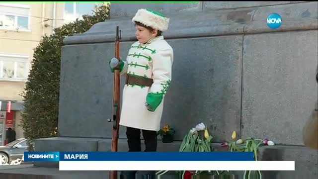 В ЧЕСТ НА АПОСТОЛА: Деца на почетен караул пред паметника на Левски