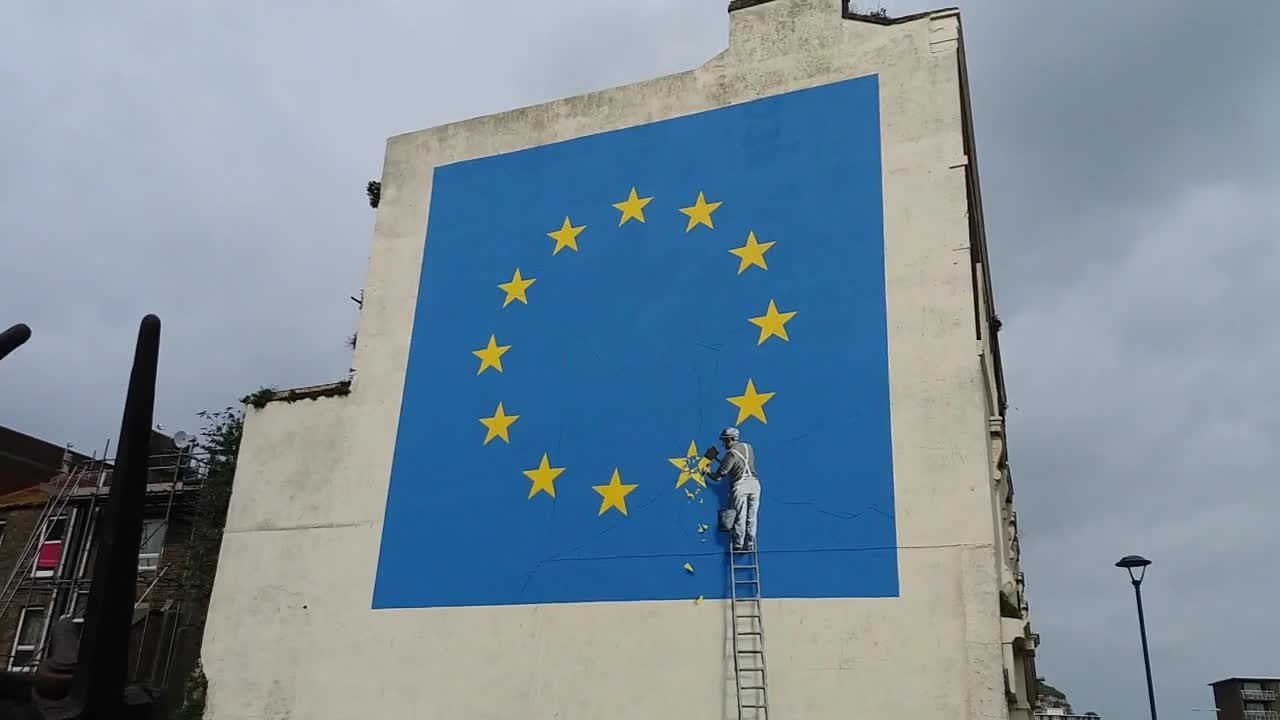 UK: Banksy takes on Brexit with huge Dover mural