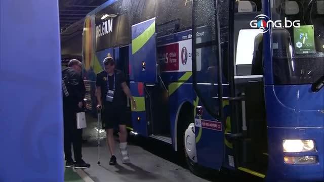 Вертонген пристигна с патерици на стадиона в Лил