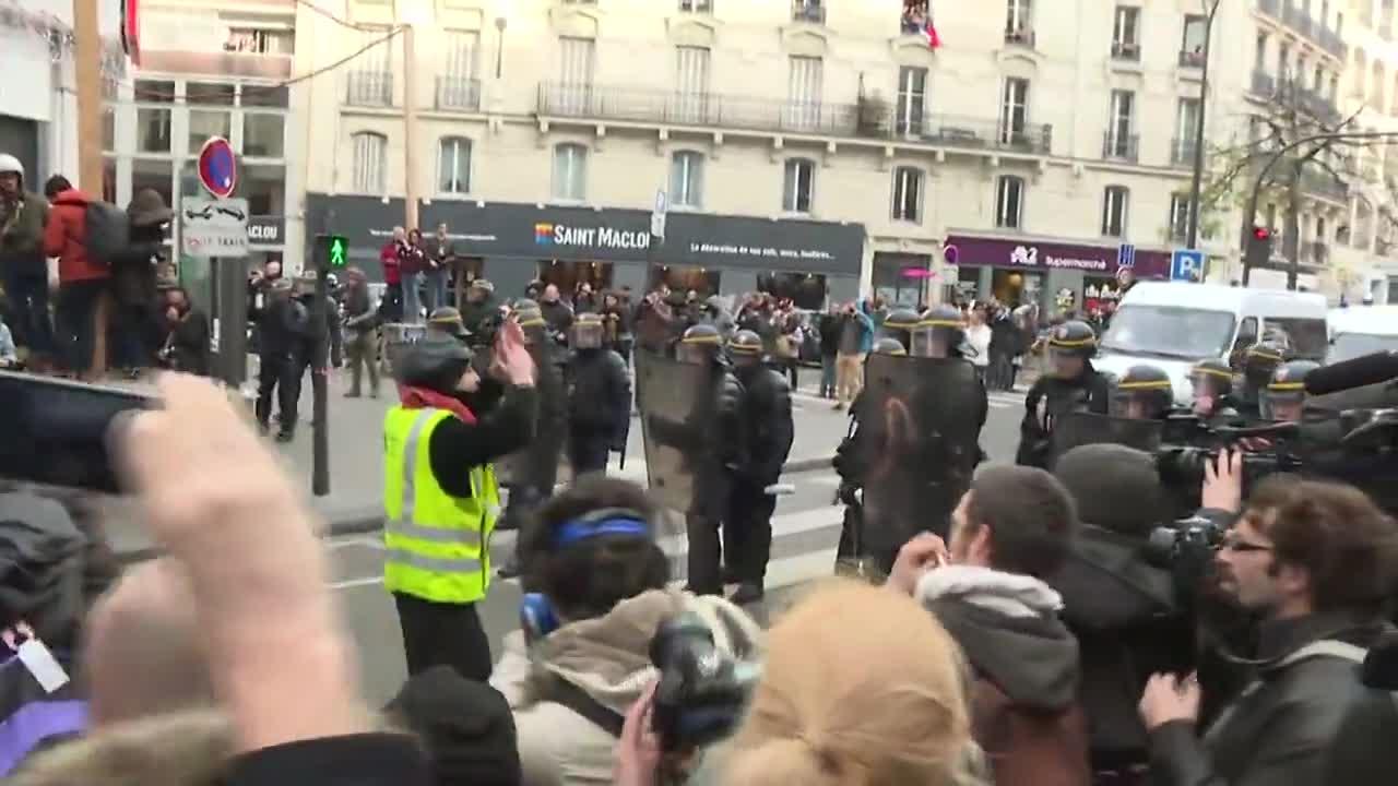 France: Clashes erupt as Paris climate change protesters march despite ban