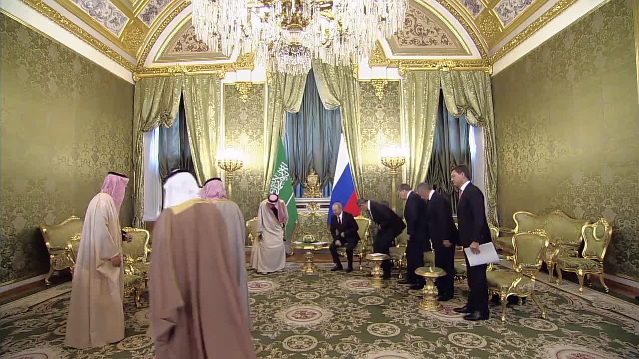 Russia: Saudi King greeted by Putin in historic first