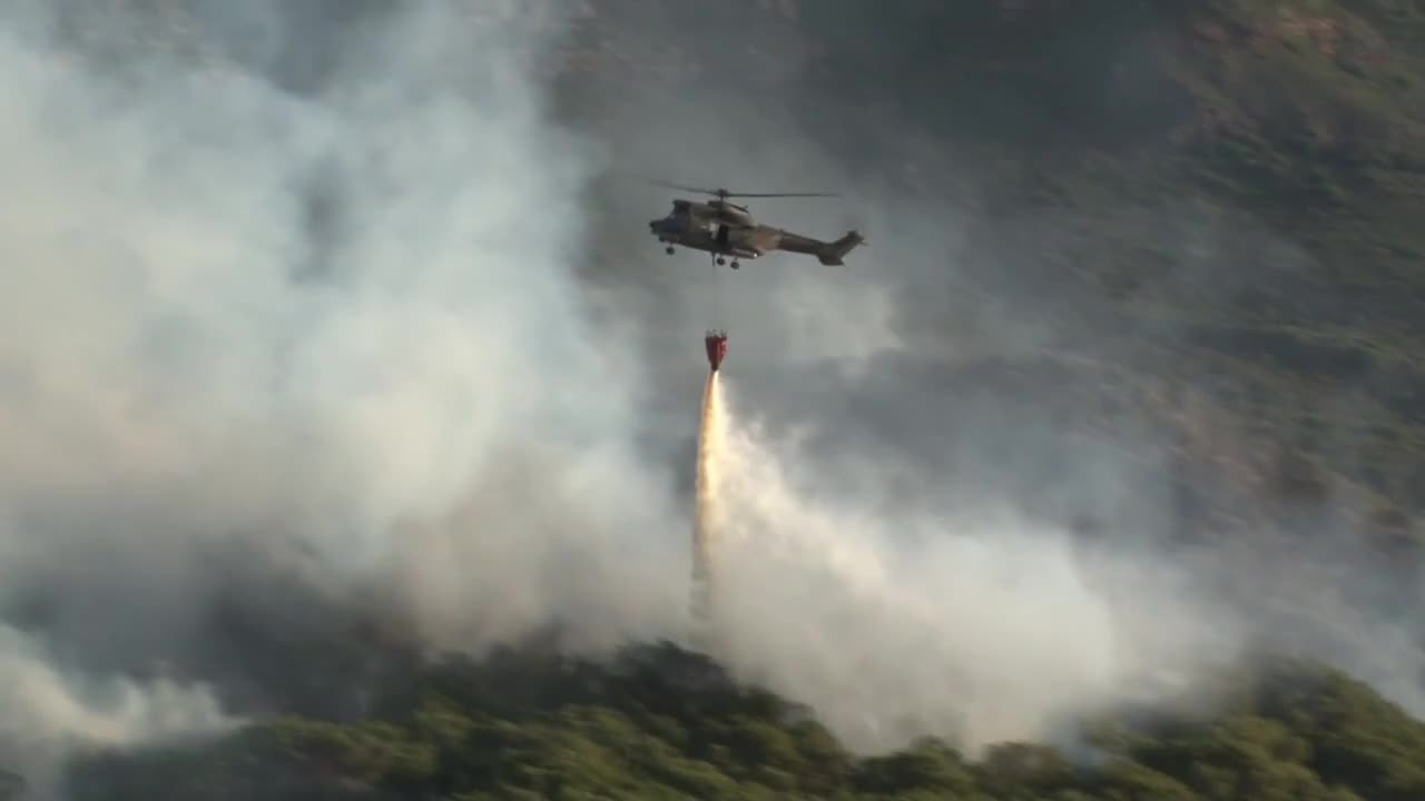 South Africa: Firefighters battle wildfires on the outskirts of Cape Town