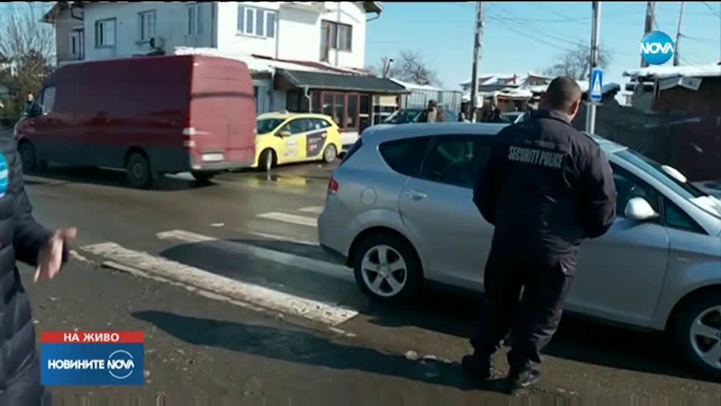 Кола блъсна малко дете на пешеходна пътека