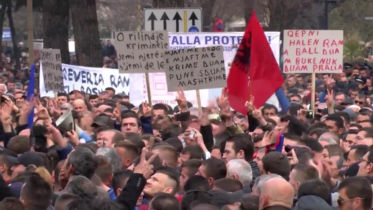 Albania: Effigy of PM Rama burns as thousands rally against govt. corruption