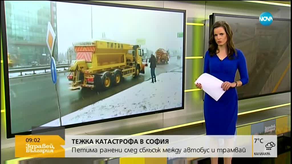Микробус и трамвай се удариха в София, има ранени