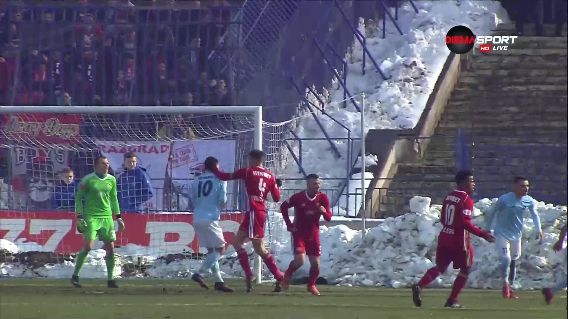 Как капитанът на ЦСКА остана на терена след това?!